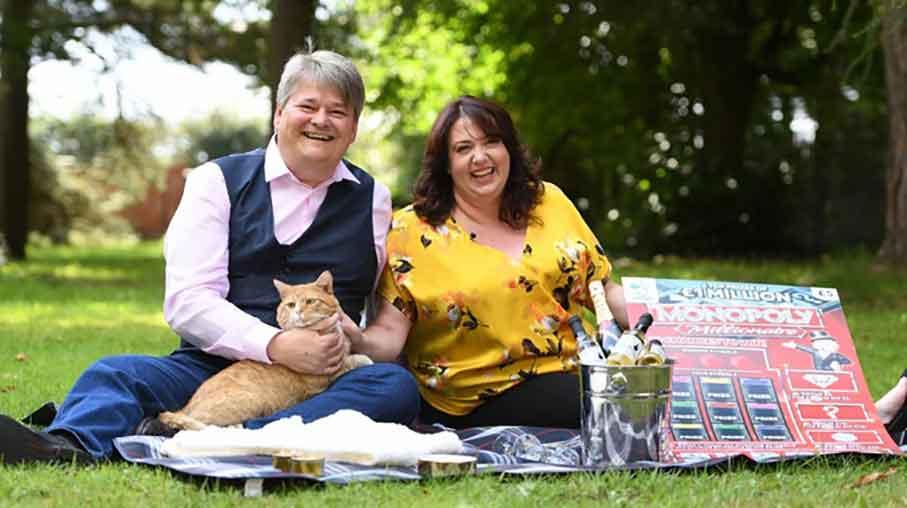 shortcake cat millionaire couple lottery winners