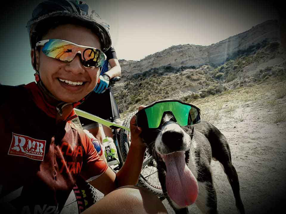 Cyclist stops training help abandoned dehydrated dog Argentina