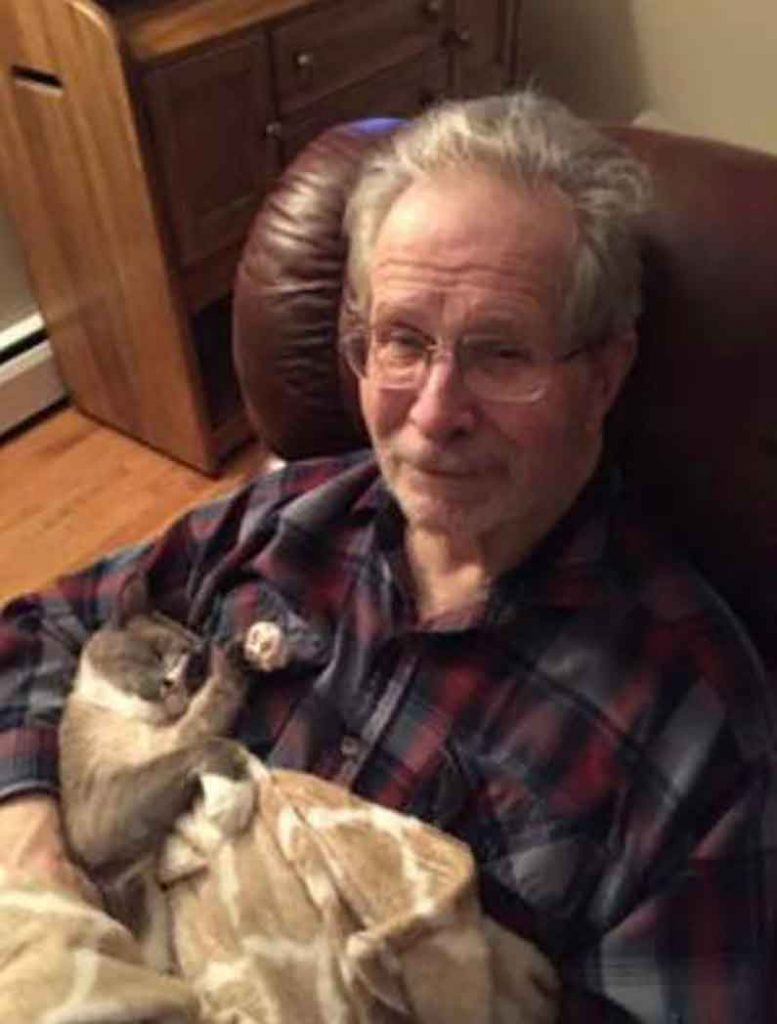Bob Mooshu cat spends day comforting Father